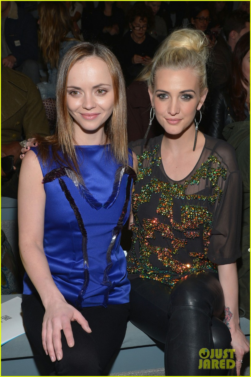 ashlee simpson christina ricci richard chai fashion show 09