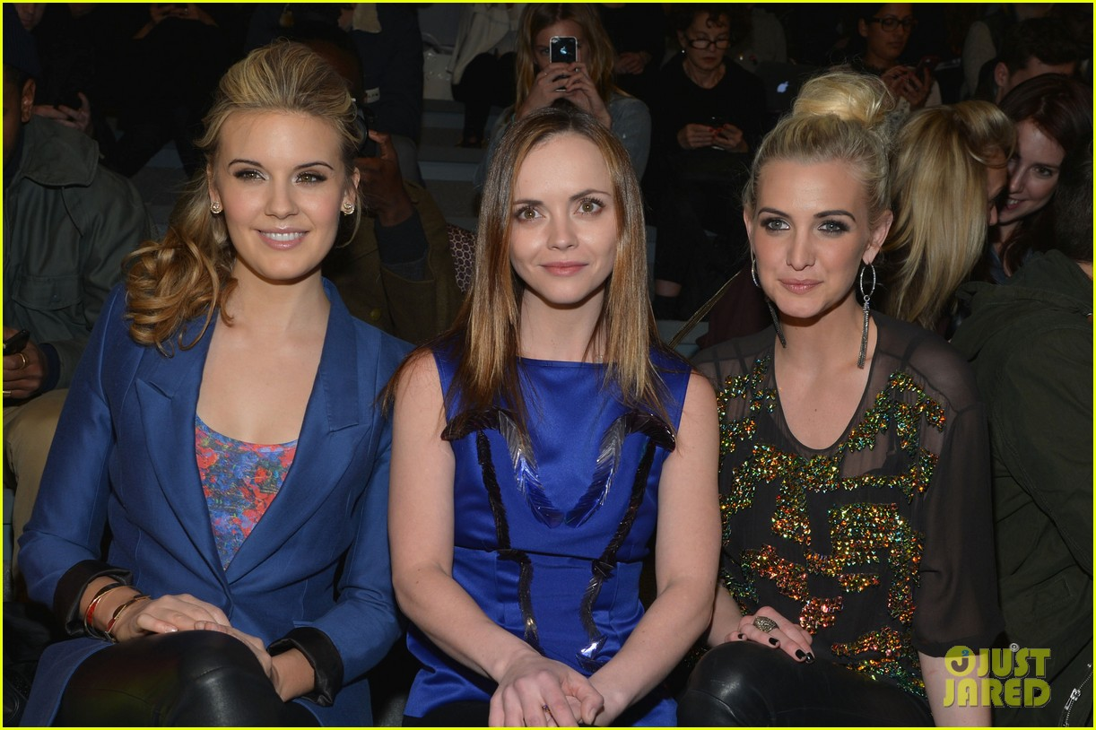 ashlee simpson christina ricci richard chai fashion show 11