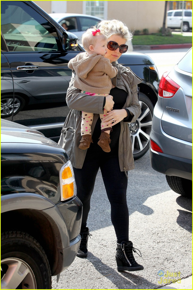 jessica simpson don cuco lunch with baby maxwell 12