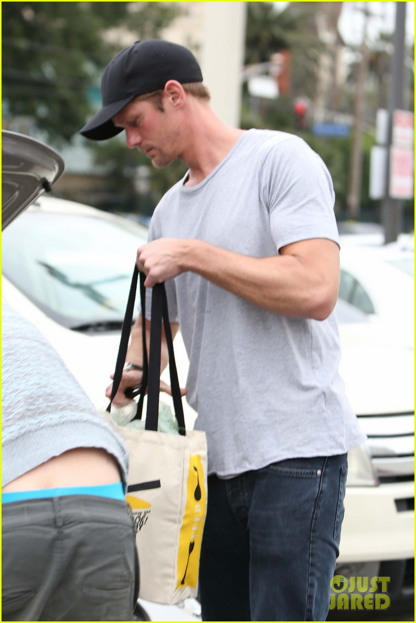 alexander skarsgard pre super bowl beer run 02
