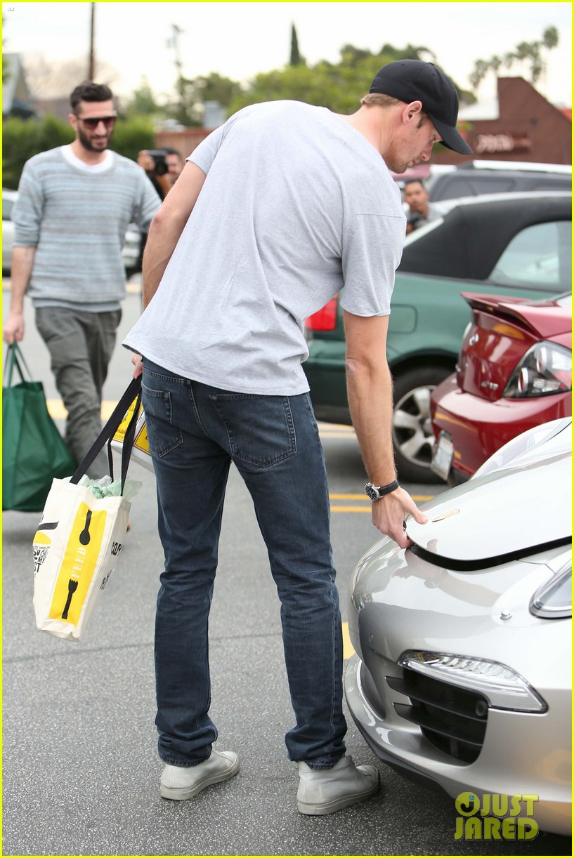 alexander skarsgard pre super bowl beer run 03