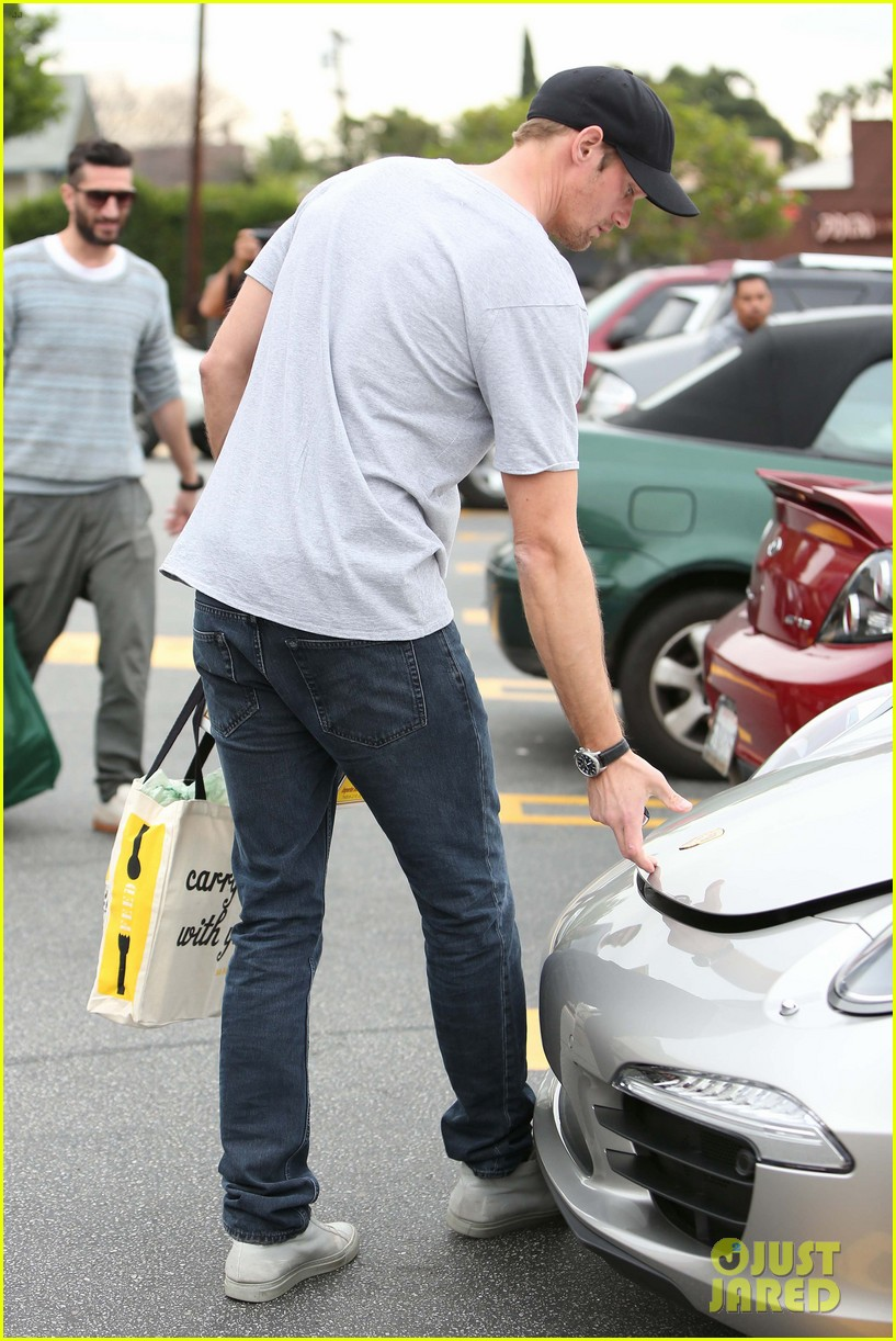 alexander skarsgard pre super bowl beer run 10