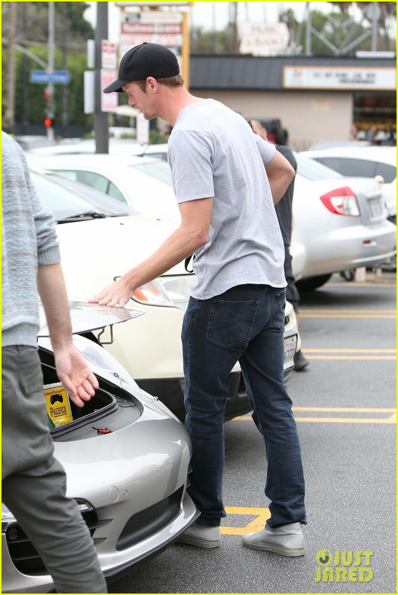 alexander skarsgard pre super bowl beer run 122803463