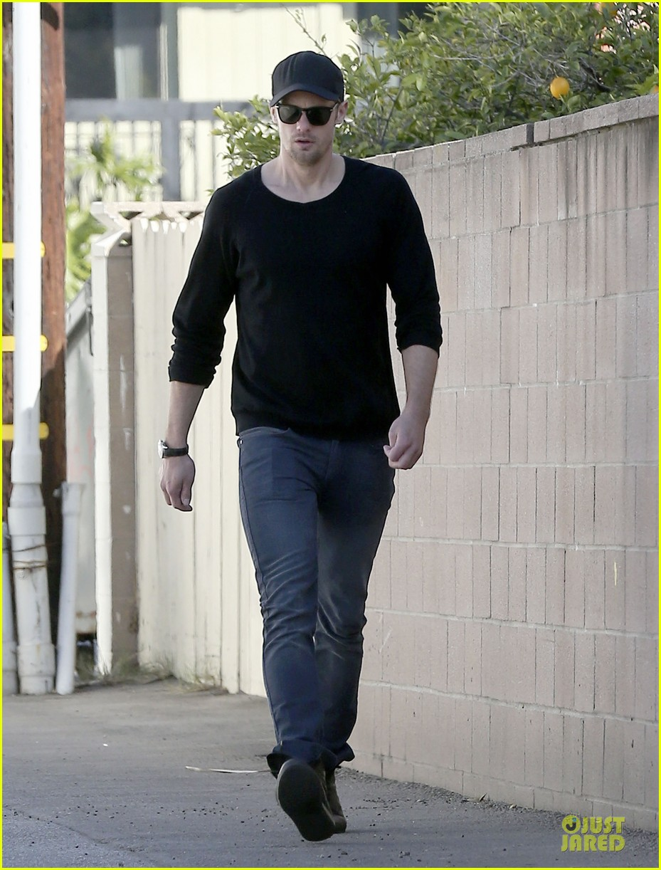 alexander skarsgard hollywood house hunting 112817337