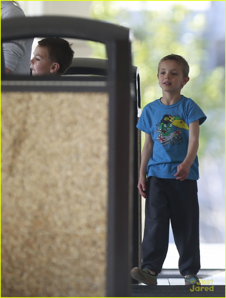britney spears animal hospital with hannah and the boys 15