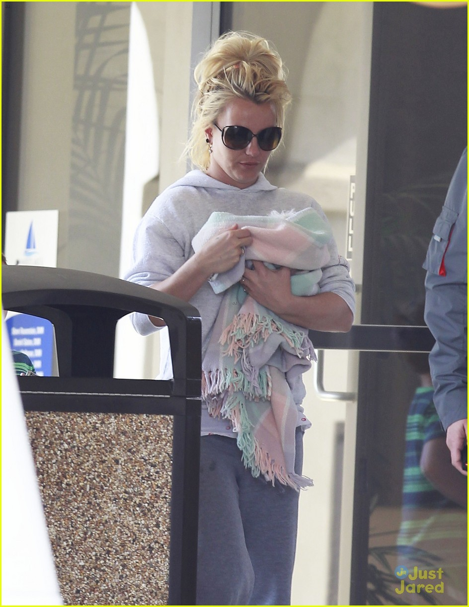 britney spears animal hospital with hannah and the boys 17