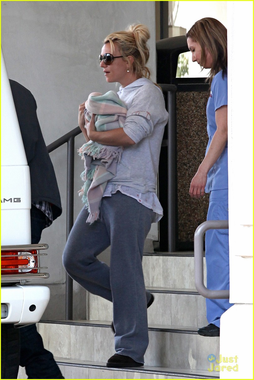 britney spears animal hospital with hannah and the boys 26