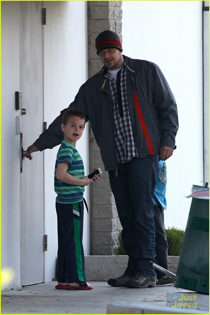 britney spears animal hospital with hannah and the boys 29