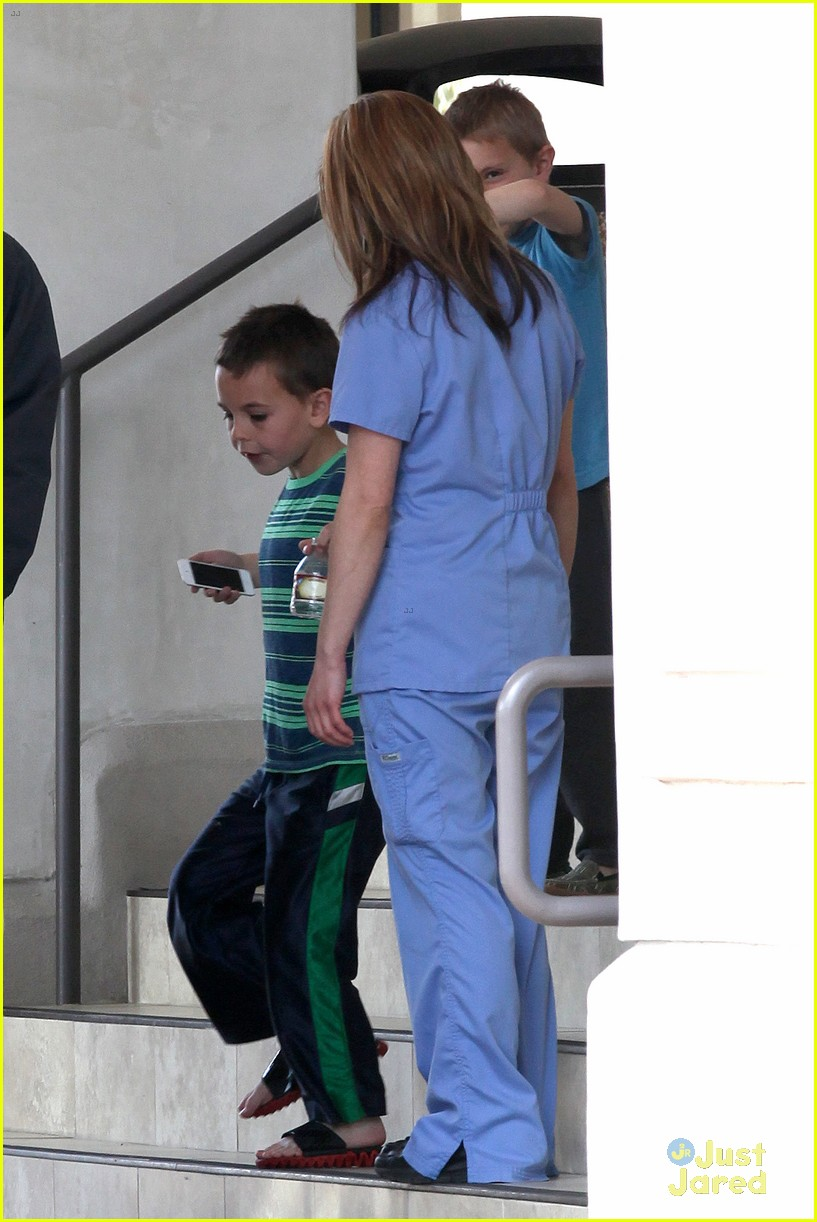 britney spears animal hospital with hannah and the boys 33