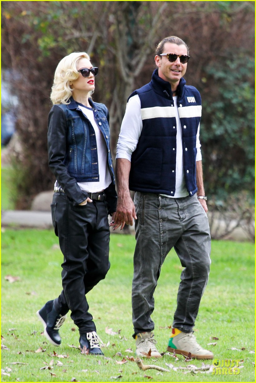 gwen stefani gavin rossdale scootering with the boys 122804914