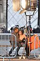 hailee steinfeld three days to kill set with kevin costner 06