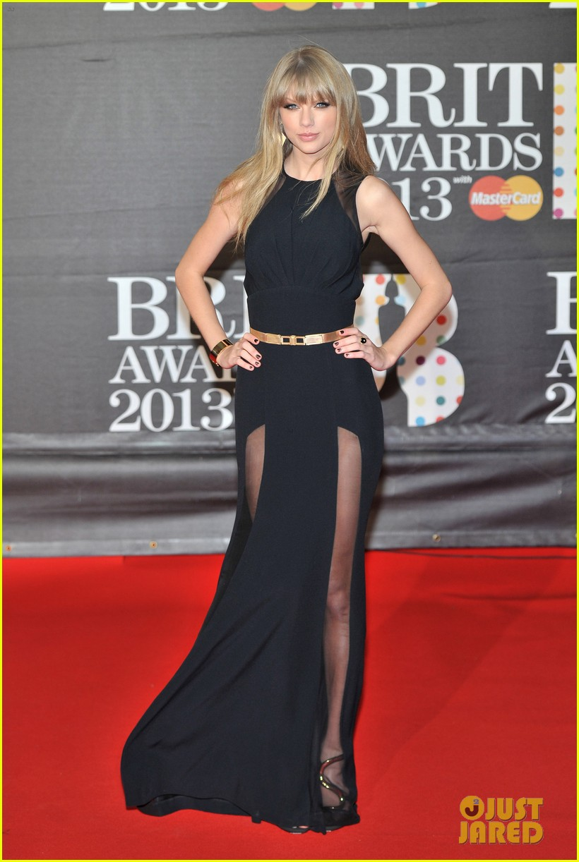 taylor swift brit awards red carpet 2013 04