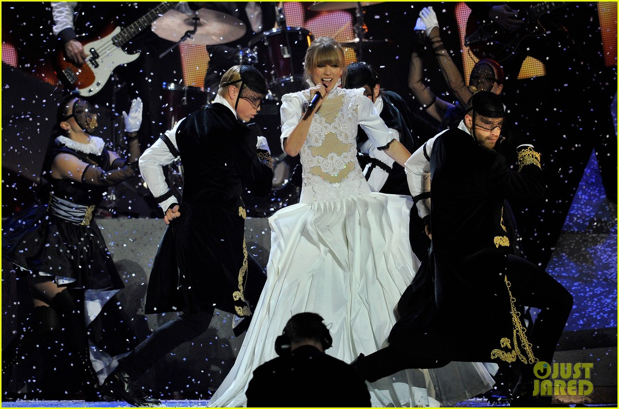 taylor swift brit awards 2013 performance watch now 06