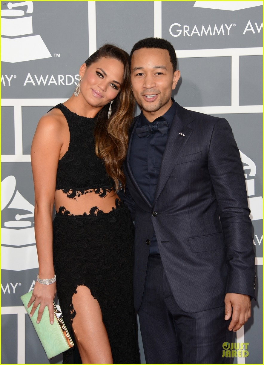 chrissy teigen john legend grammys 2013 red carpet 02