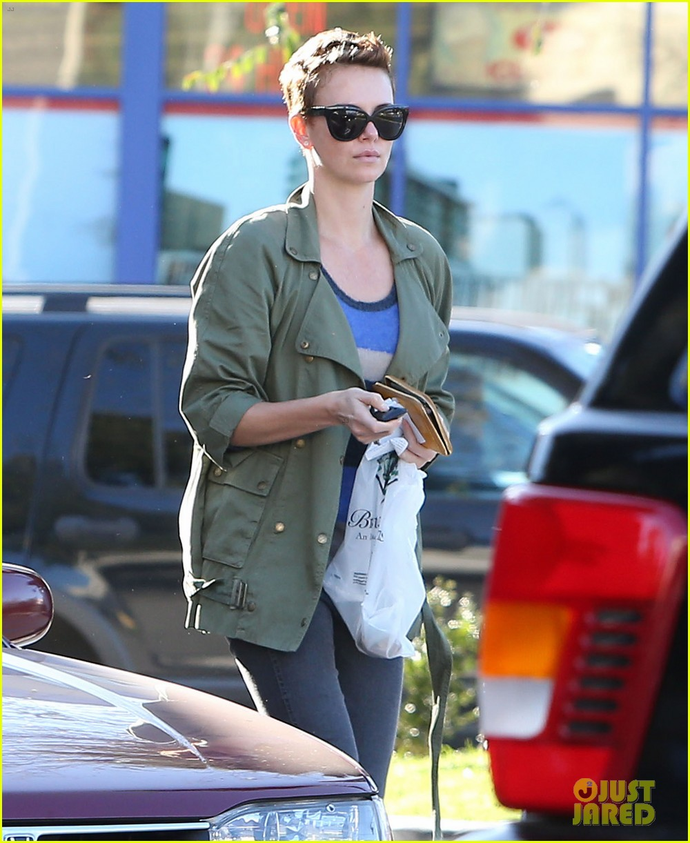 charlize theron bristol farms shopper 03