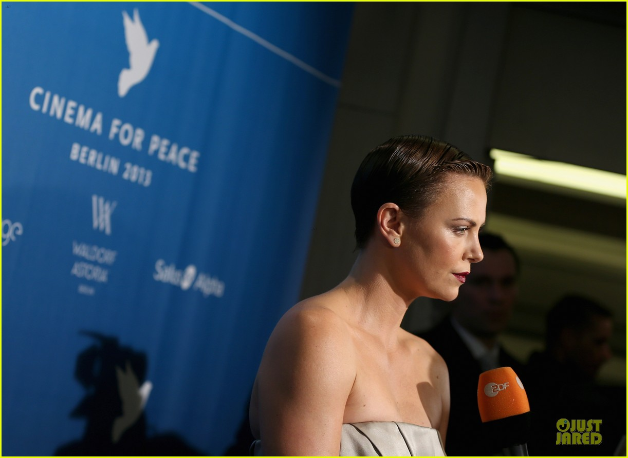 charlize theron cinema for peace gala 15
