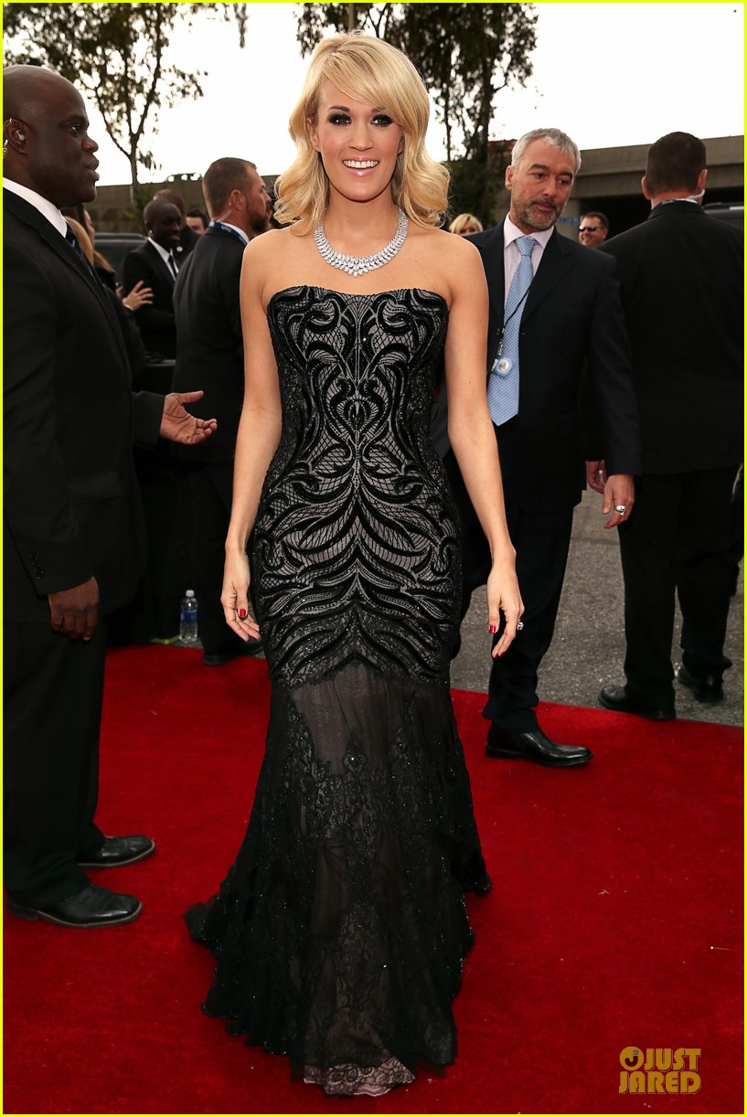 carrie underwood grammys 2013 red carpet 01
