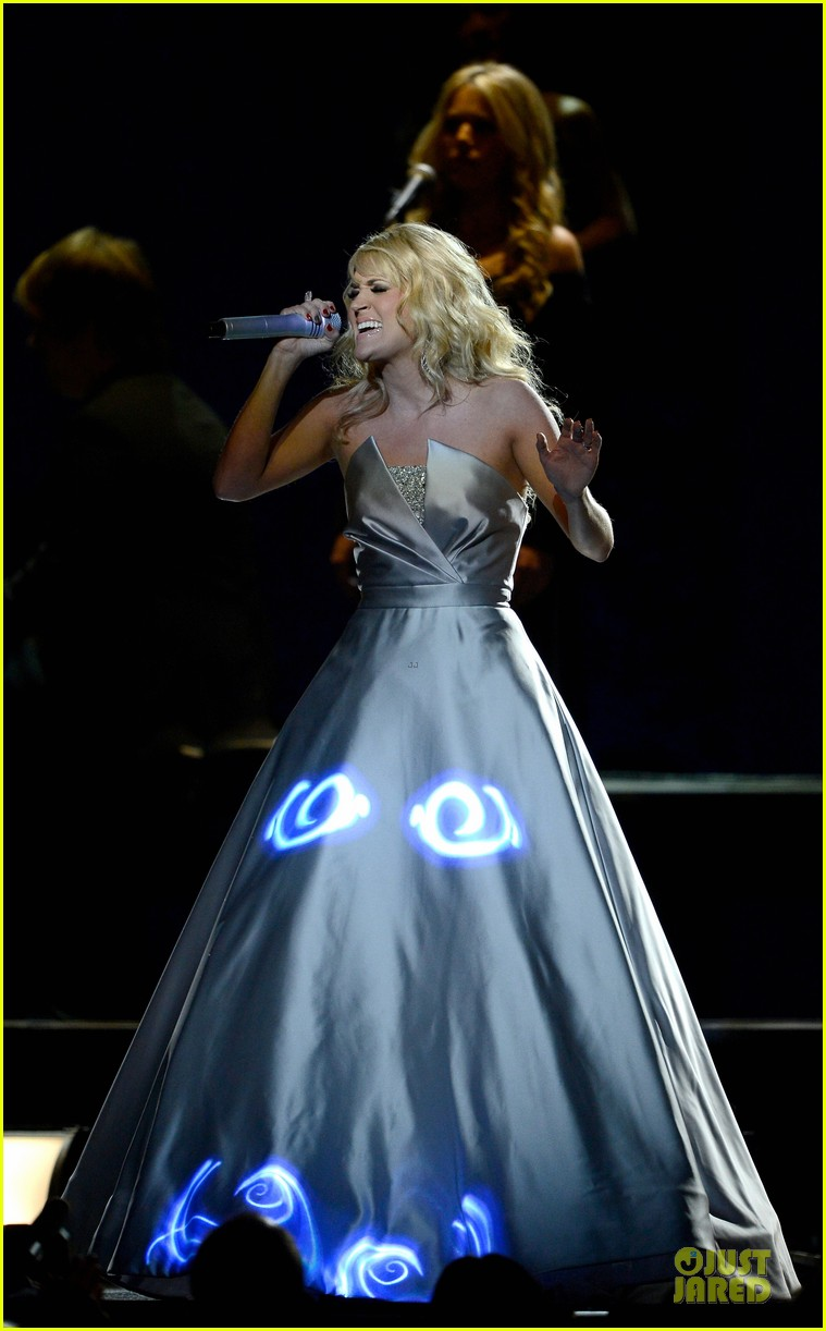 carrie underwood hunter haynes grammys 2013 performance watch now 07