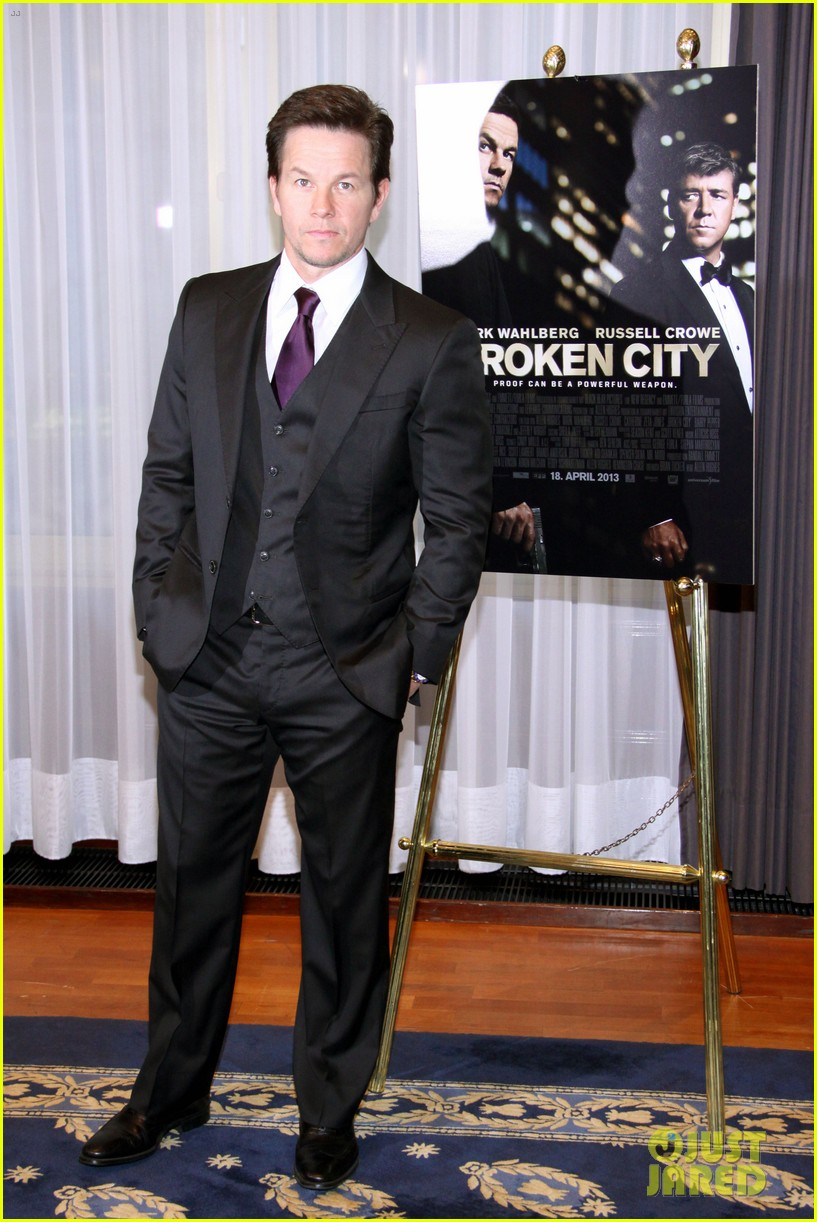 mark wahlberg broken city berlin photo call 11