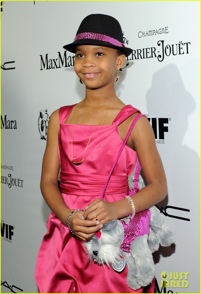 quvenzhane wallis puppy purse at pre oscars 2013 events 08
