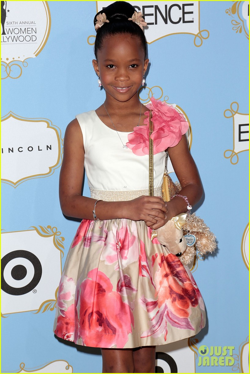 quvenzhane wallis puppy purse at pre oscars 2013 events 102817647