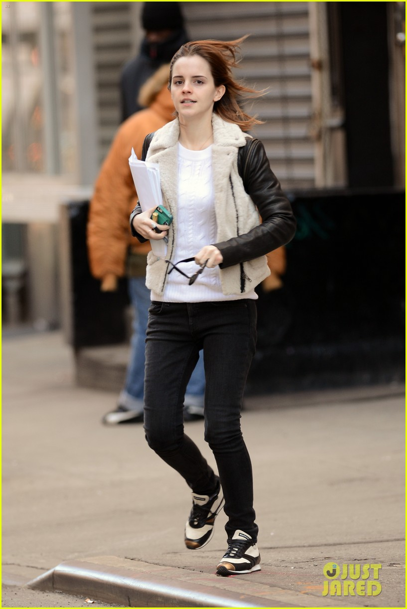 emma watson has iphone woes admits to too much multitasking 01