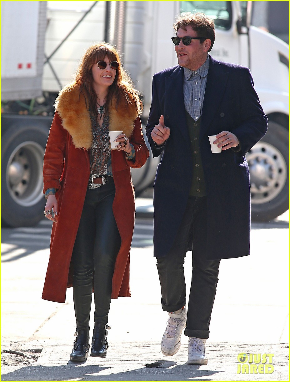 florence welch valentines day stroll with mystery man 09