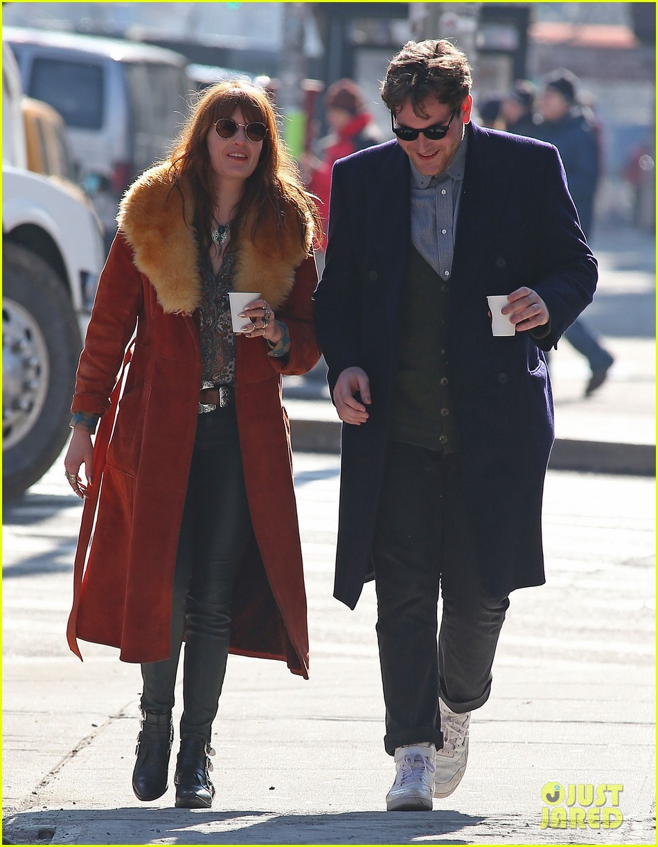 florence welch valentines day stroll with mystery man 12