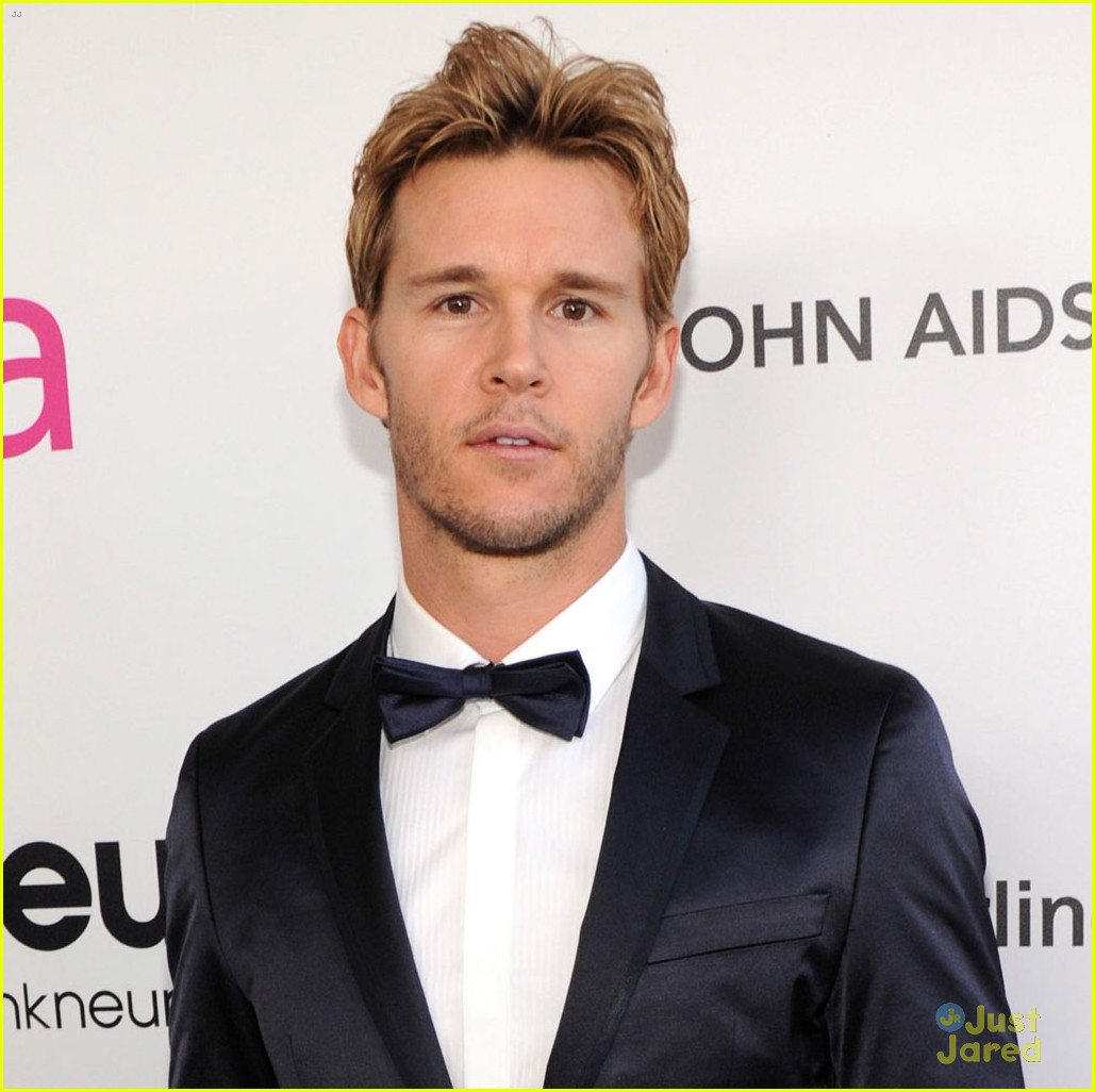paul wesley ryan kwanten elton john oscars party 2013 04