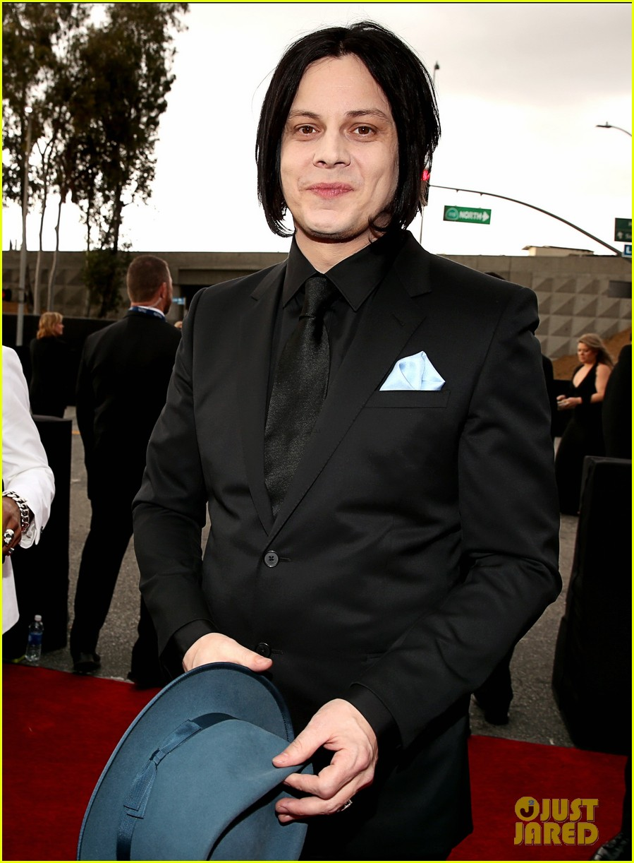 jack white grammys 2013 red carpet 01
