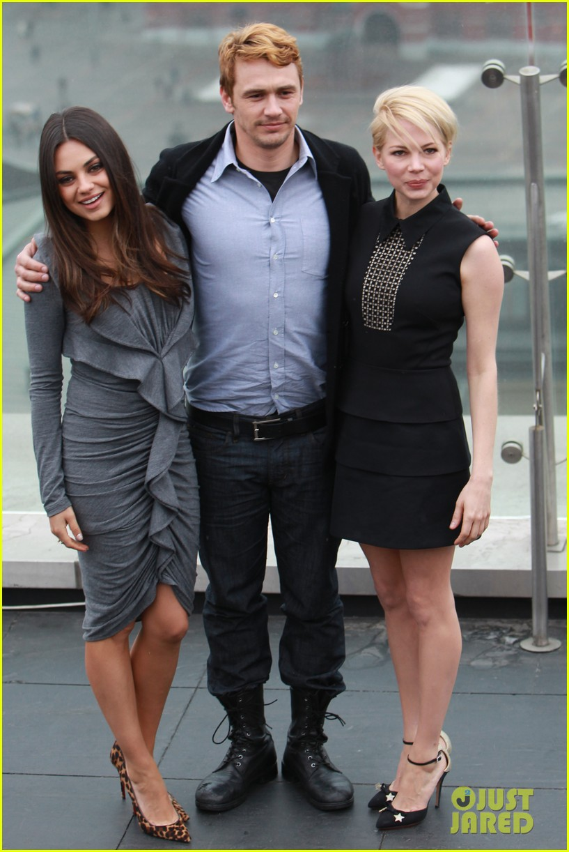 michelle williams mila kunis oz great powerful moscow photo call 03