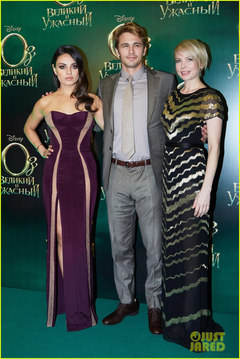 michelle williams mila kunis oz great powerful moscow premiere 01