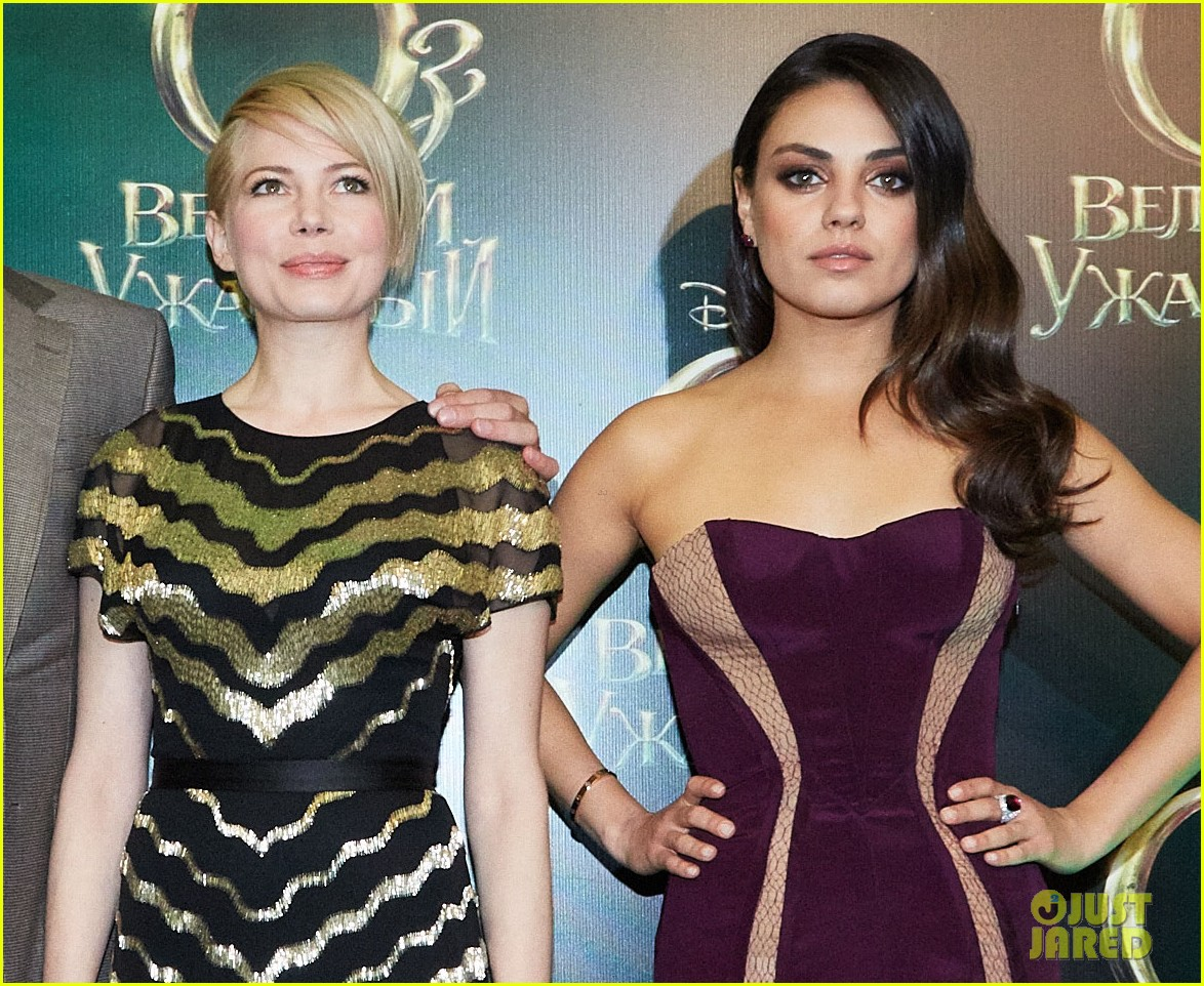 michelle williams mila kunis oz great powerful moscow premiere 032822317