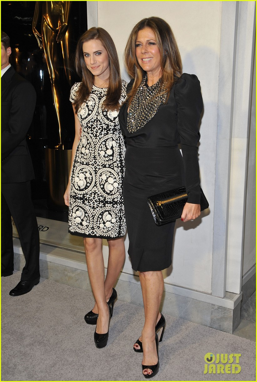allison williams rita wilson tom ford cocktail party 05