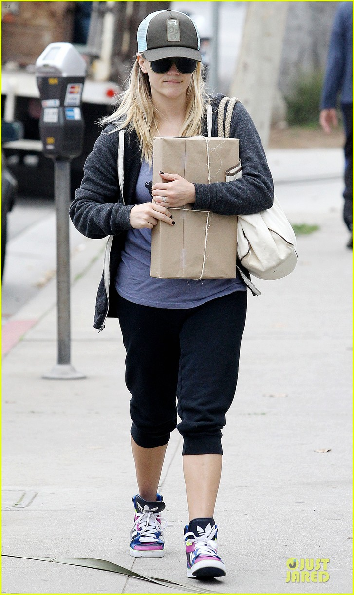 reese witherspoon soul cycle supporter 01