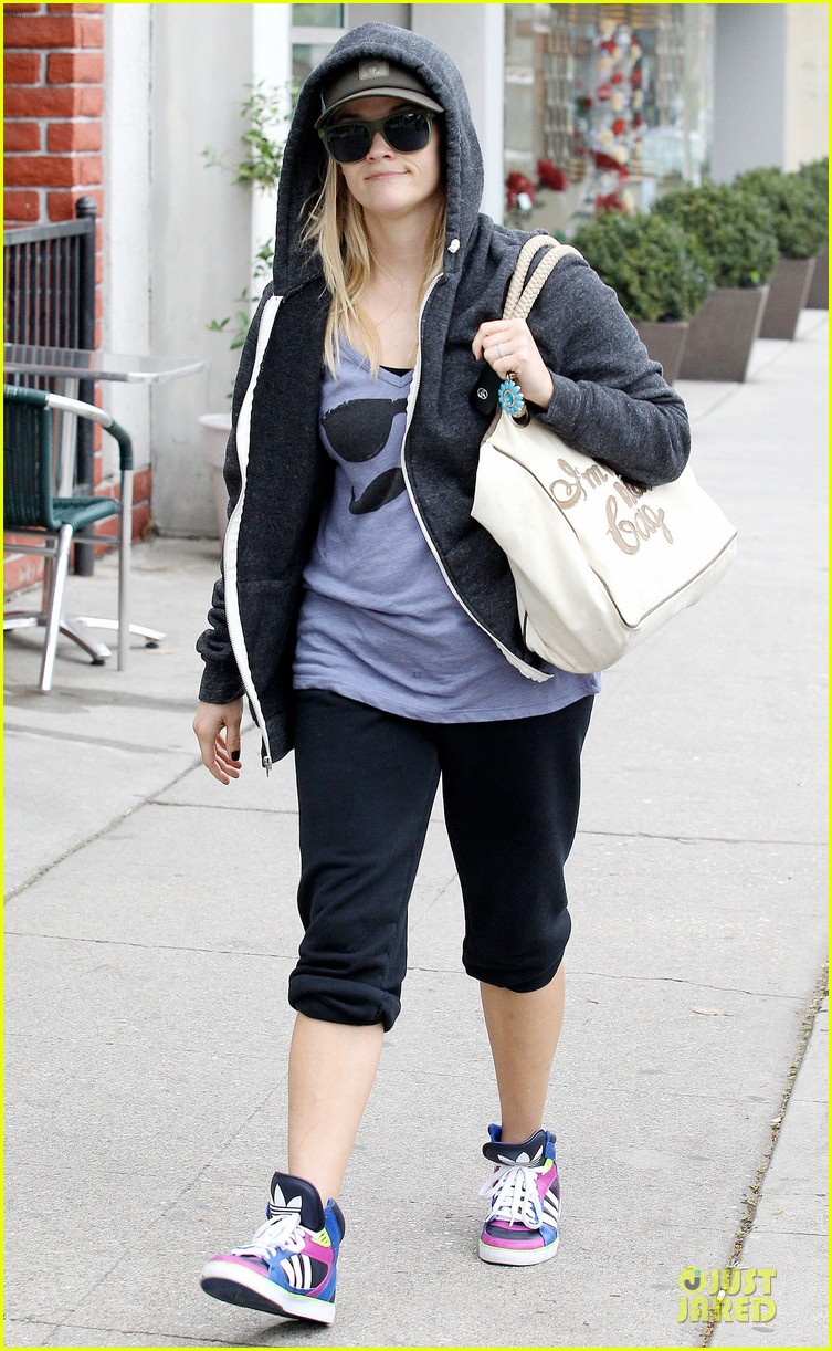 reese witherspoon soul cycle supporter 032805412