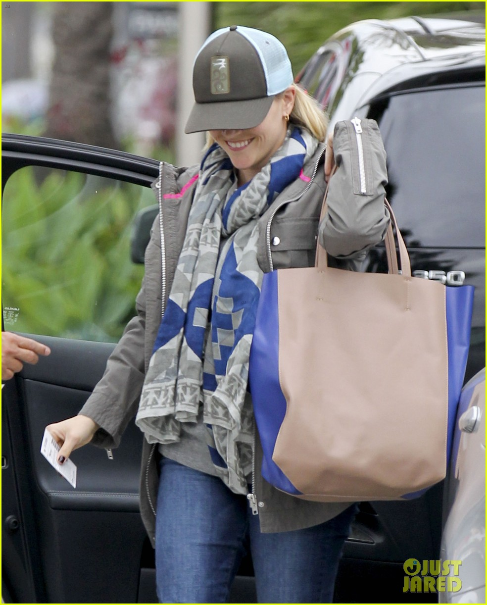 reese witherspoon shopping with ava 06