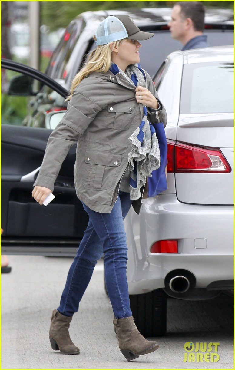 reese witherspoon shopping with ava 09