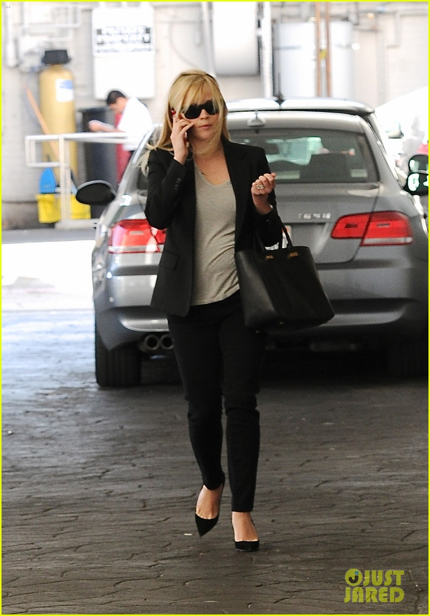 reese witherspoon hits salon ryan phillippe hangs with deacon 01