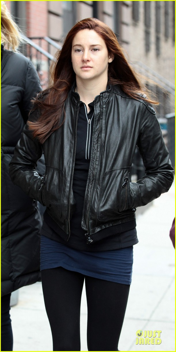 shailene woodley red hair on amazing spider man 2 set 02