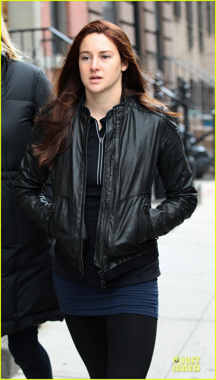 shailene woodley red hair on amazing spider man 2 set 042820866