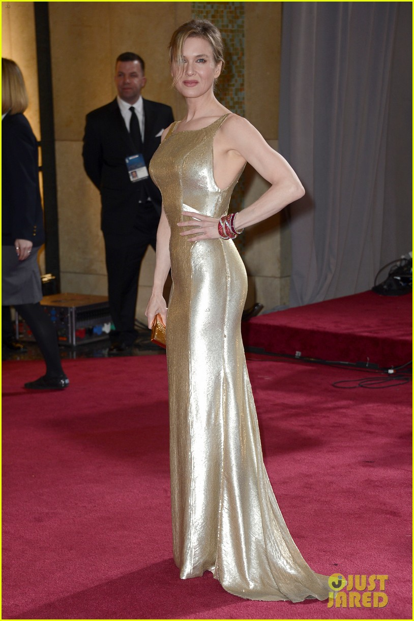 renee zellweger queen latifah oscars 2013 red carpet 012819719