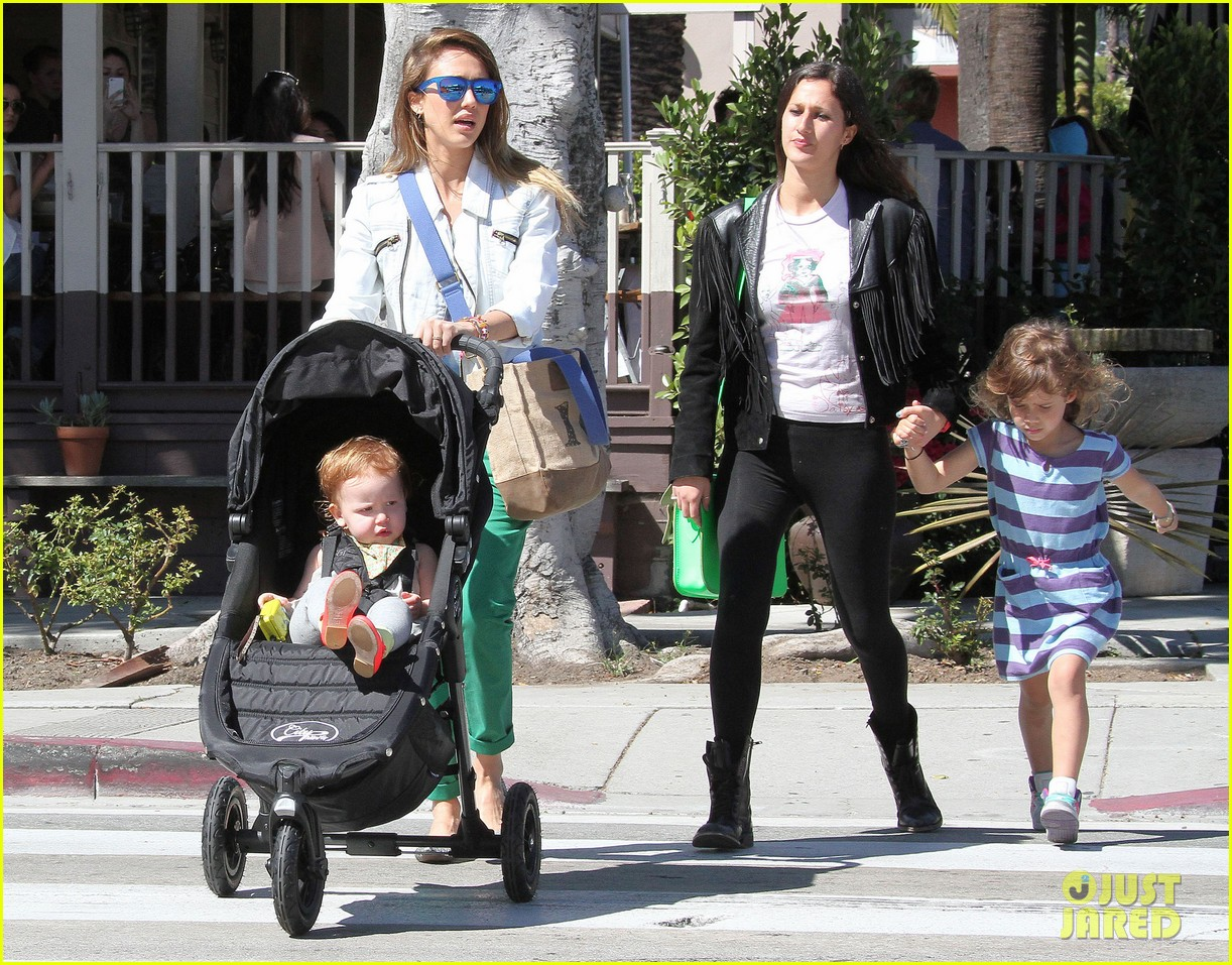jessica alba le pain quotidien lunch with the kids 262840958