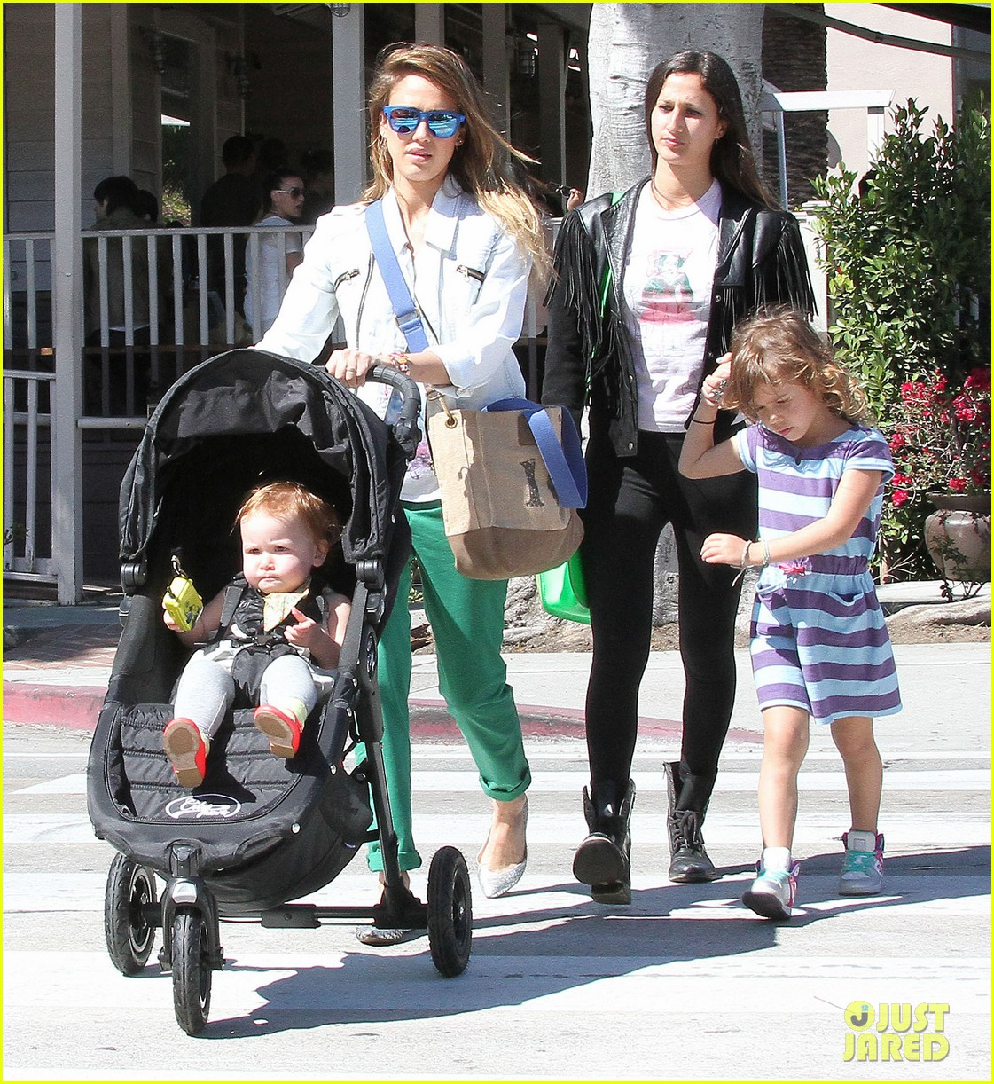 jessica alba le pain quotidien lunch with the kids 27