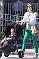 jessica alba le pain quotidien lunch with the kids 01