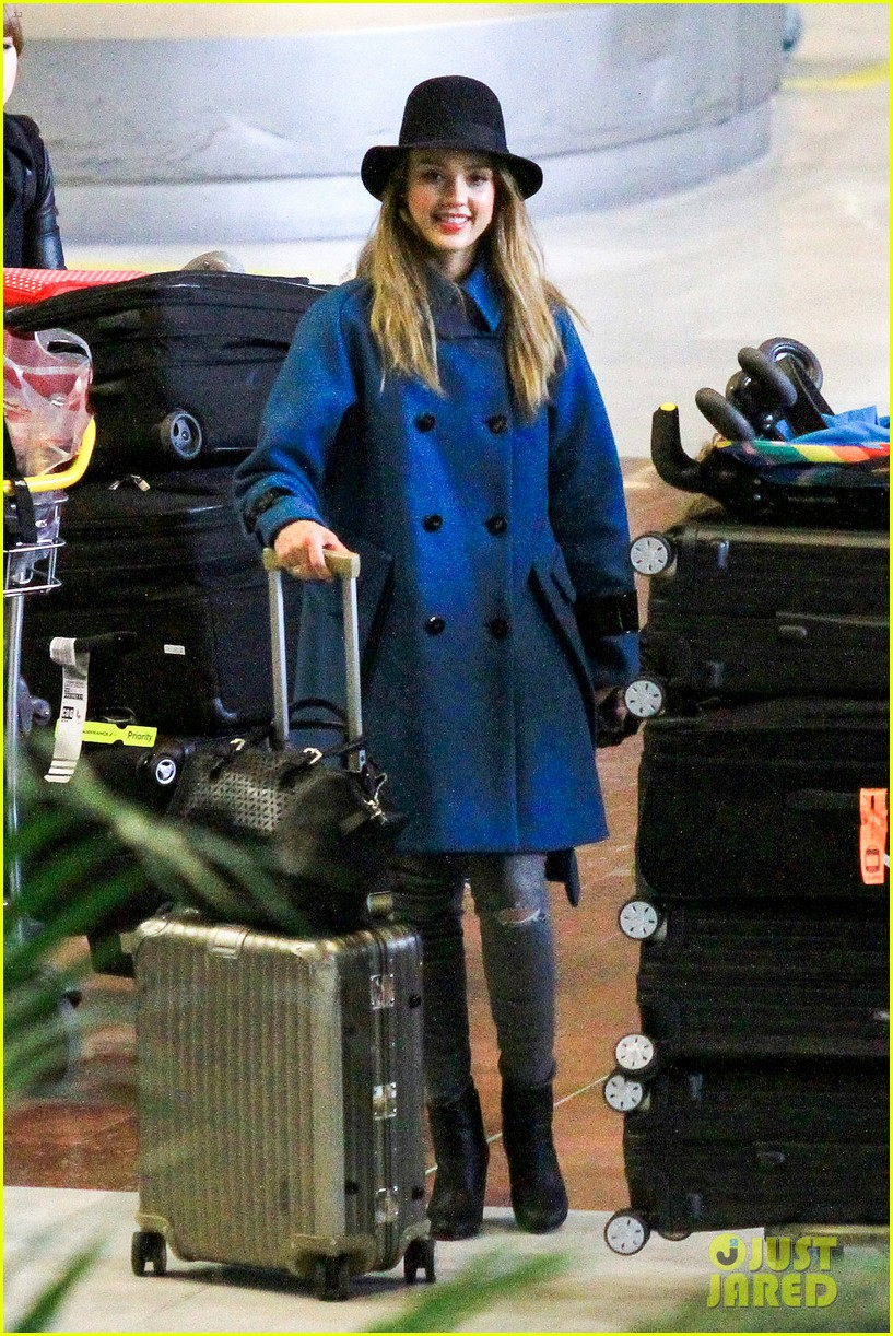 jessica alba paris arrival with honor 212823118