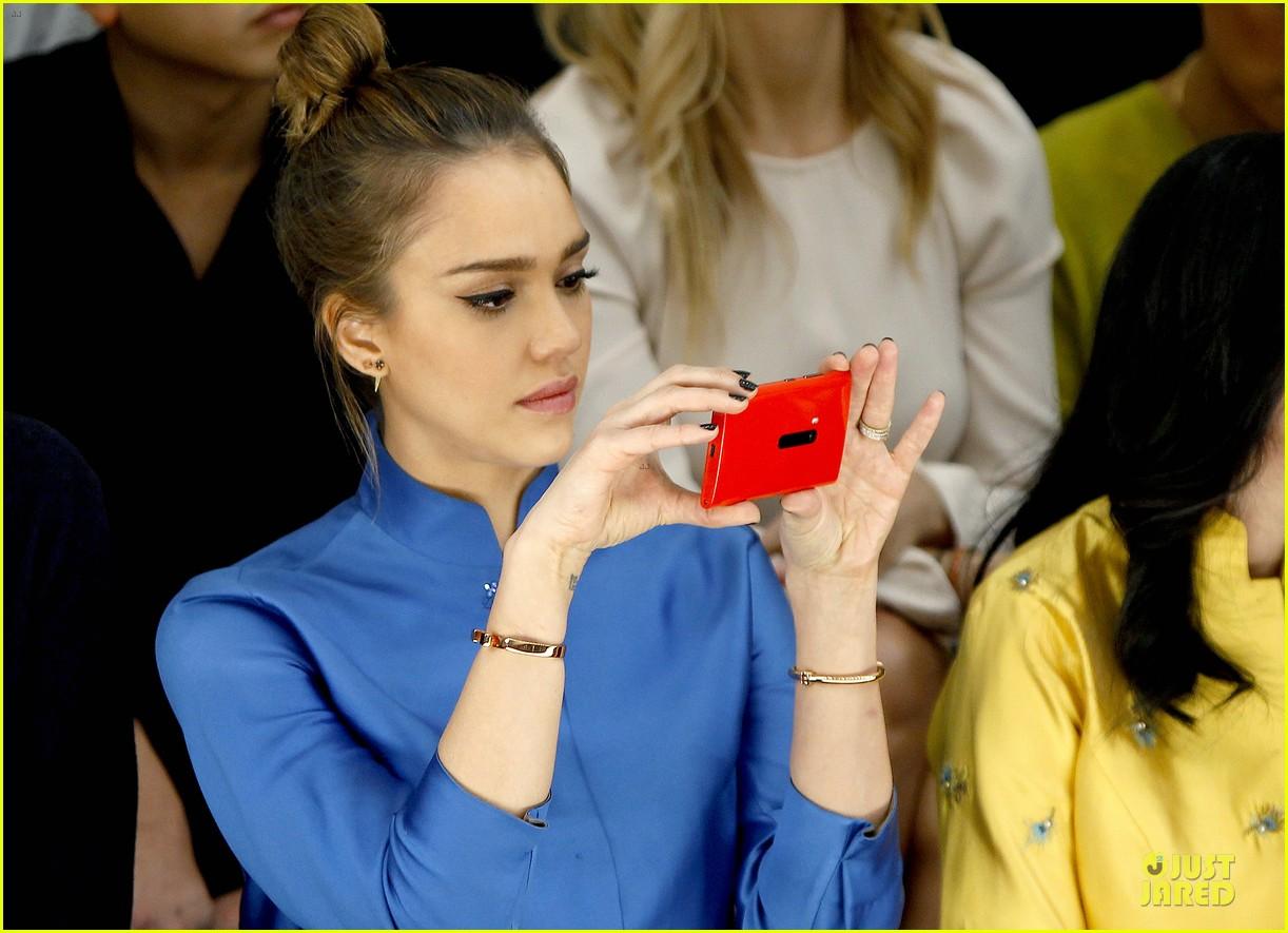 jessica alba shiatzy chen fashion show 13