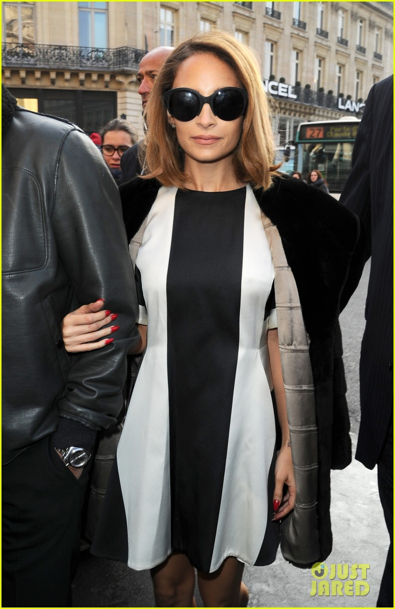 jessica alba nicole richie stella mccartney fashion show 152824761
