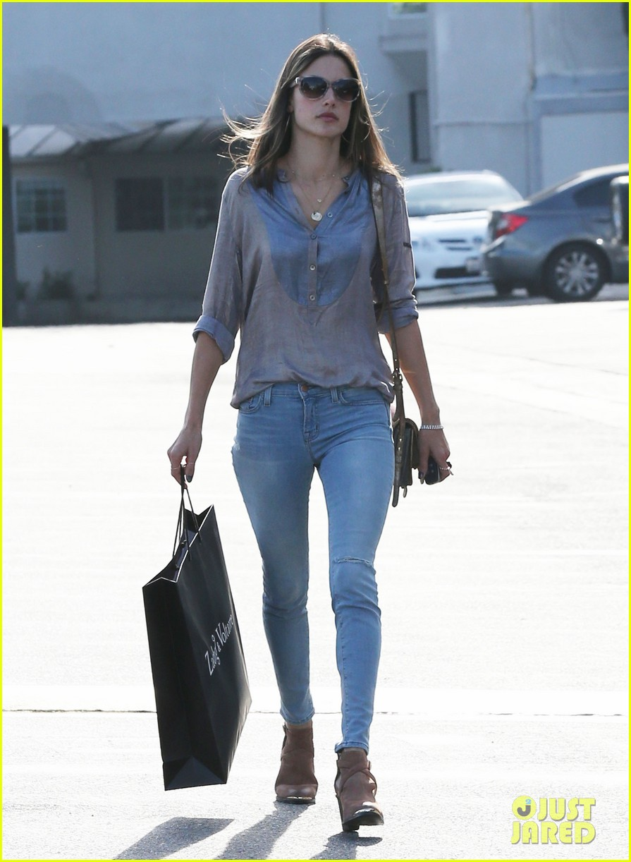 alessandra ambrosio coffee shopping stops 08