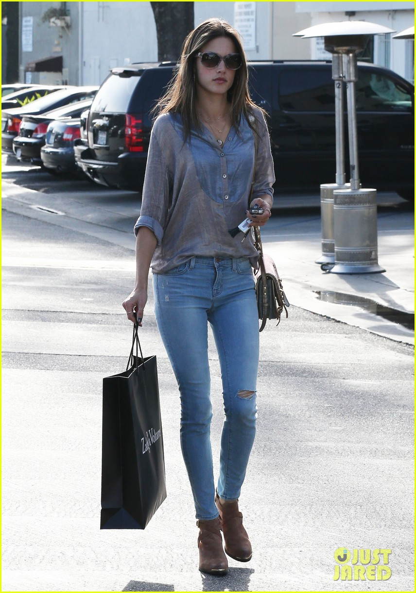 alessandra ambrosio coffee shopping stops 132838649